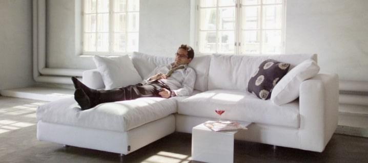 Новый диван после вывоза старого