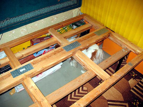 Утилизация старого дивана демонтаж